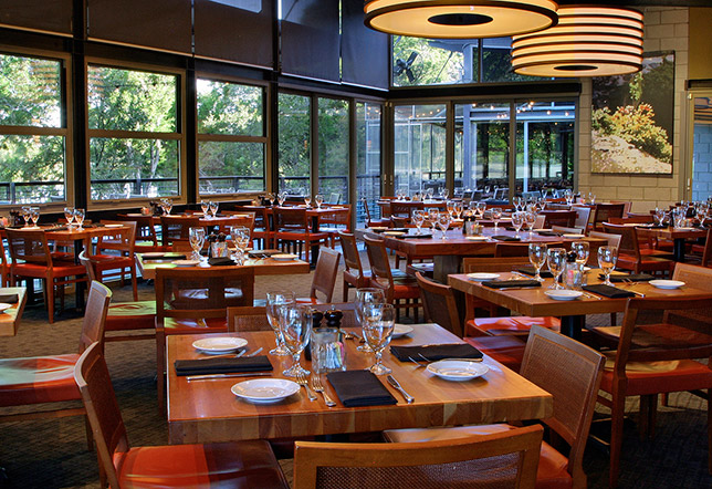 Austin Stonelake Beautiful Lakeside Dining